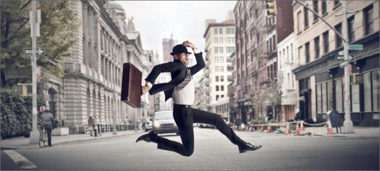 человек-бежит-с-чемоданом