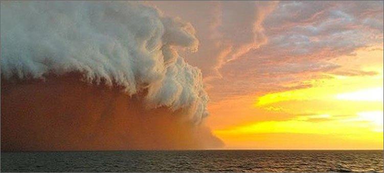 циклон-над-океаном