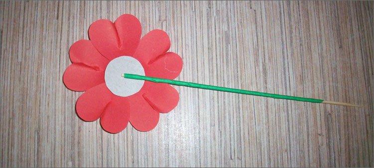 стебелек-приклеен-к-цветку