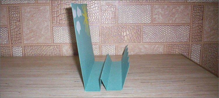 согнута-нижняя-часть-картона