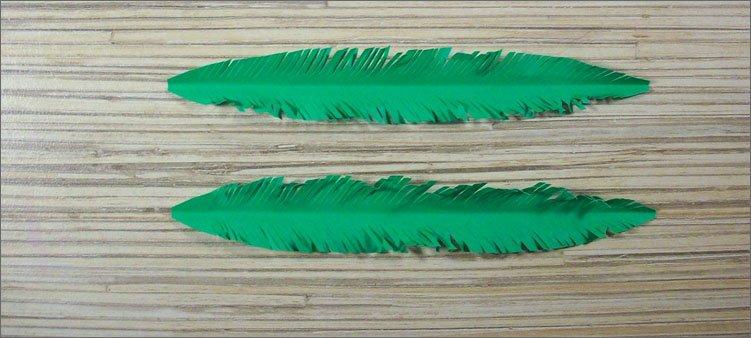 бахромка-на-зеленых-листьях-из-бумаги