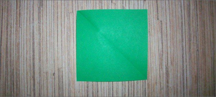 центральная-линия-на-зеленом-квадрате
