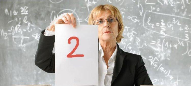 учитель-ставит-два