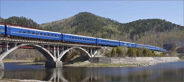 поезд-едет-по-мосту