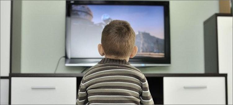 мальчик-смотрит-телевизор