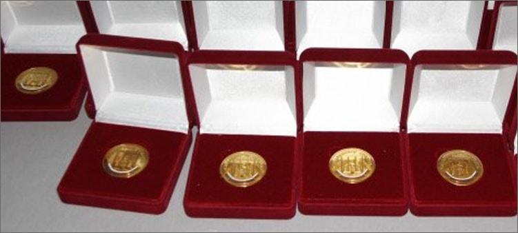 медали-в-бархатных-футлярах