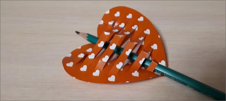 карандаш-между-полосками