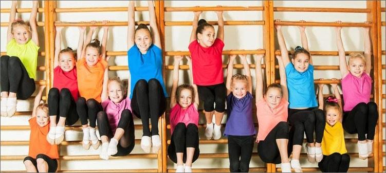 дети-на-шведской-стенке
