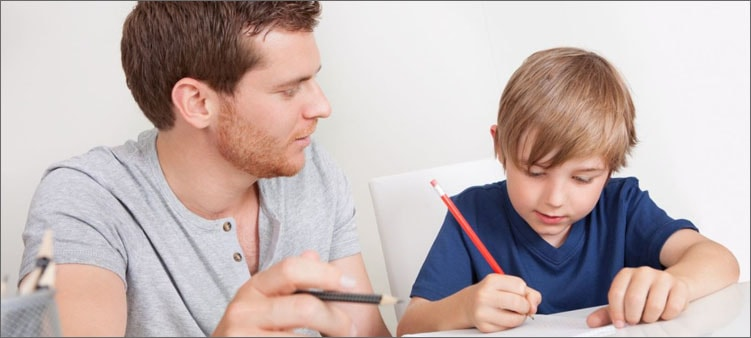 папа-и-сын-делают-уроки
