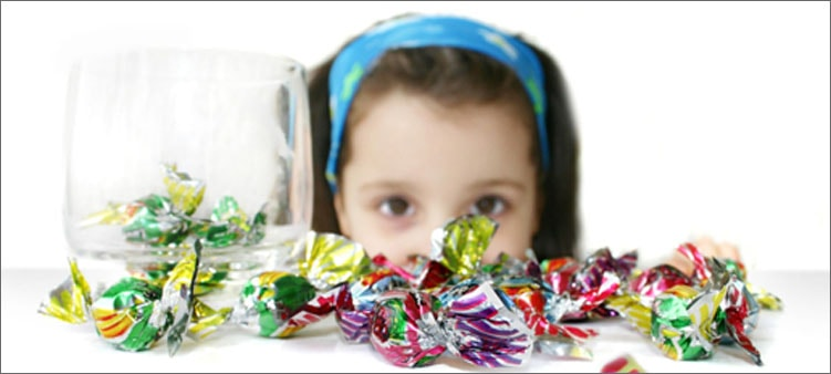 ребенок-и-конфеты