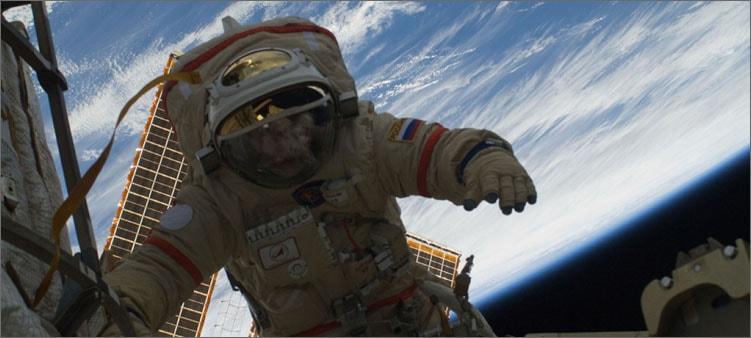 космонавт-в-открытом-космосе
