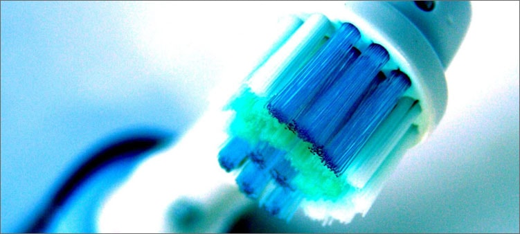 зубная-щетка-с-подсветкой