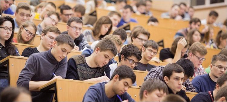 студенты-в-вузе