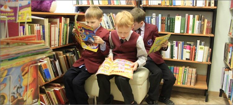 Дети-в-школьной-библиотеке